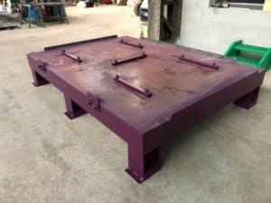 Table vibrante industrielle pour compactage de sable et matière radioactive dans casier métallique 10 tonnes