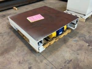 Table vibrante industrielle compactage big-bag de matières pulvérulente sous trémie.